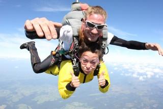 Saut en parachute © Skydivespa