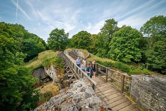 Ruines du château fort de Logne © Steve Collin