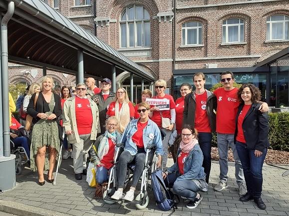 Une équipe de Jaccedeurs devant l'Hôtel Verviers © MMathot
