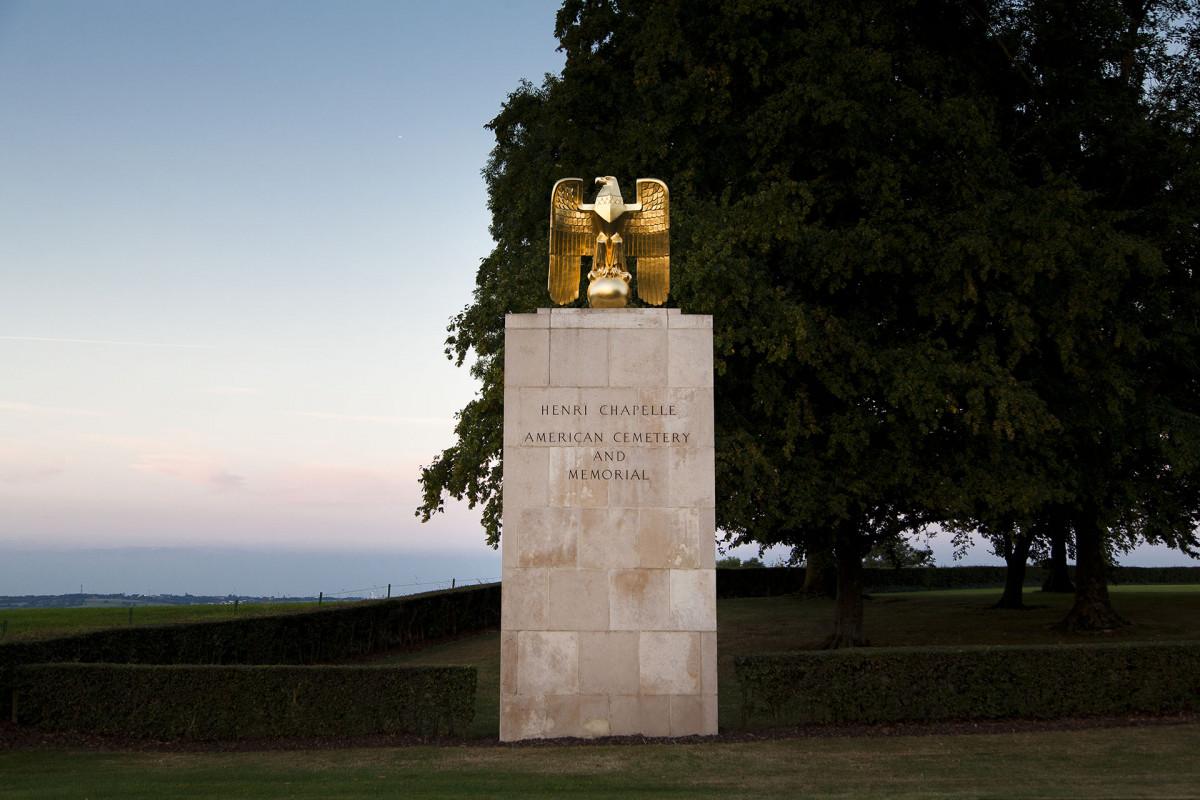 Henri-Chapelle American Cemetery - Aigle en or
