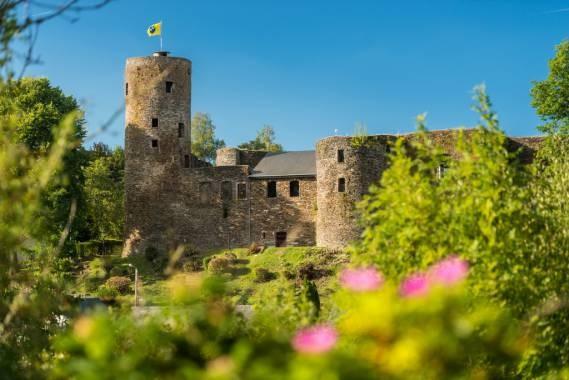 Burg reuland burgruine 05 c eastbelgium.com dominik ketz