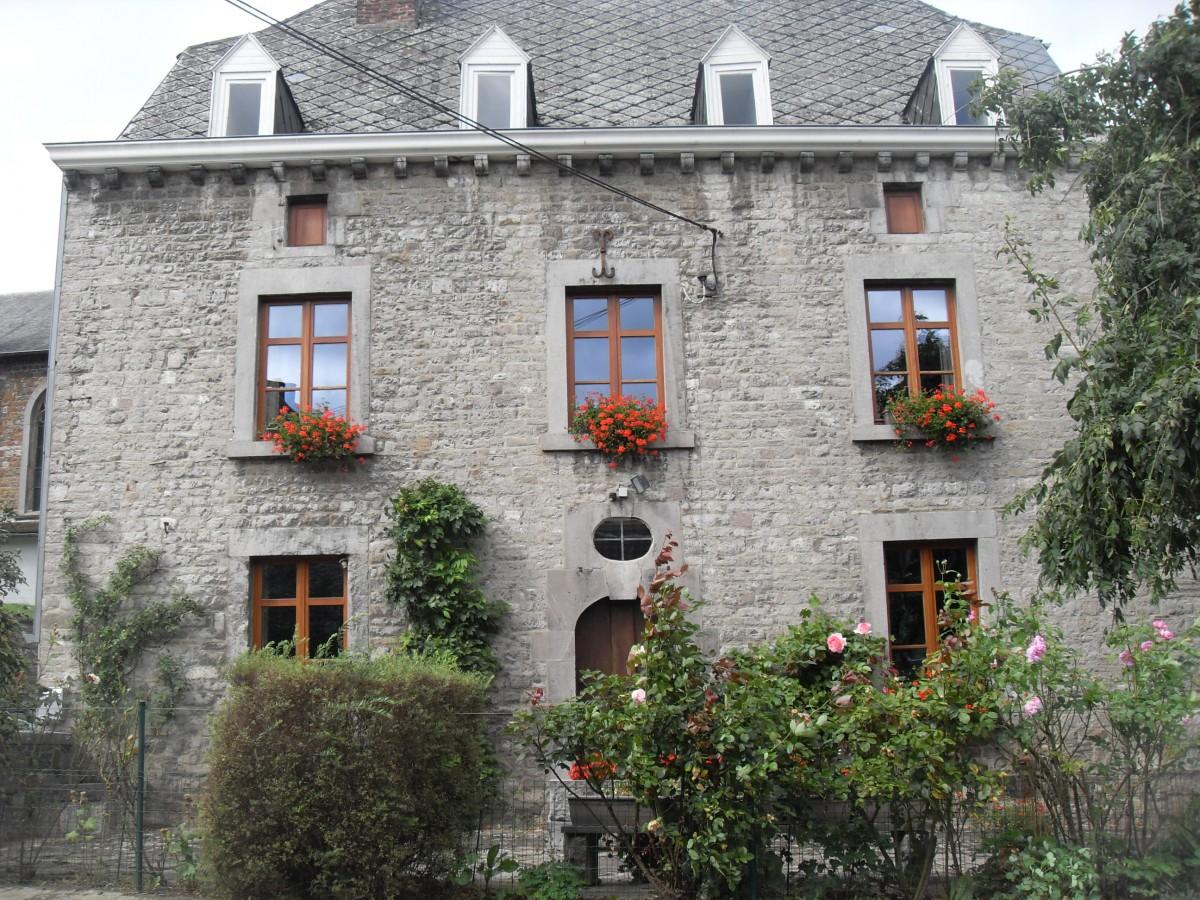 Maison typique de fairon for Maison typique