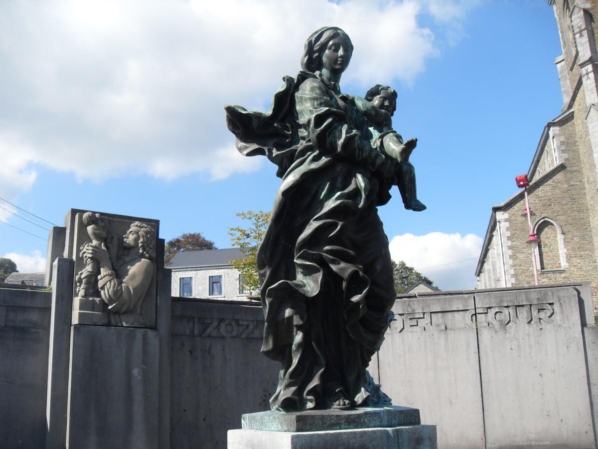 Monument Del Cour
