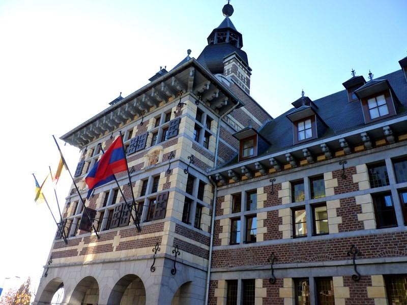 Hotel de ville Visé-facade rue