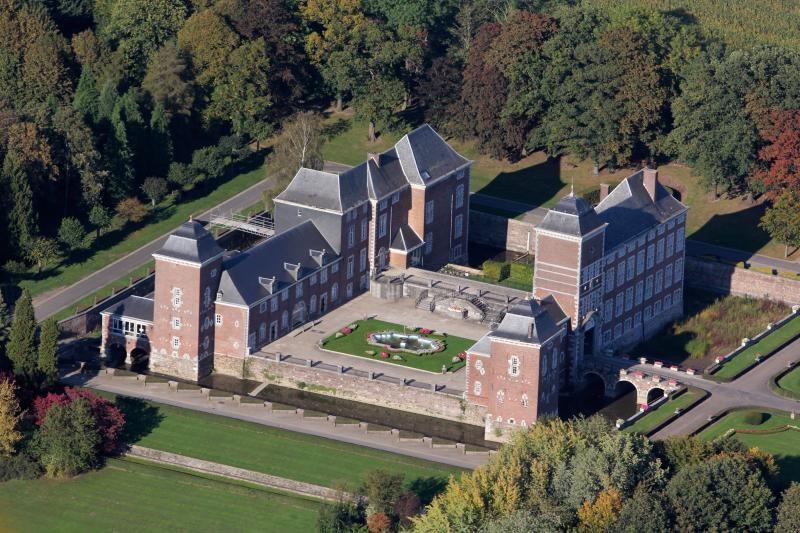 Vue aérienne du château de Wégimont