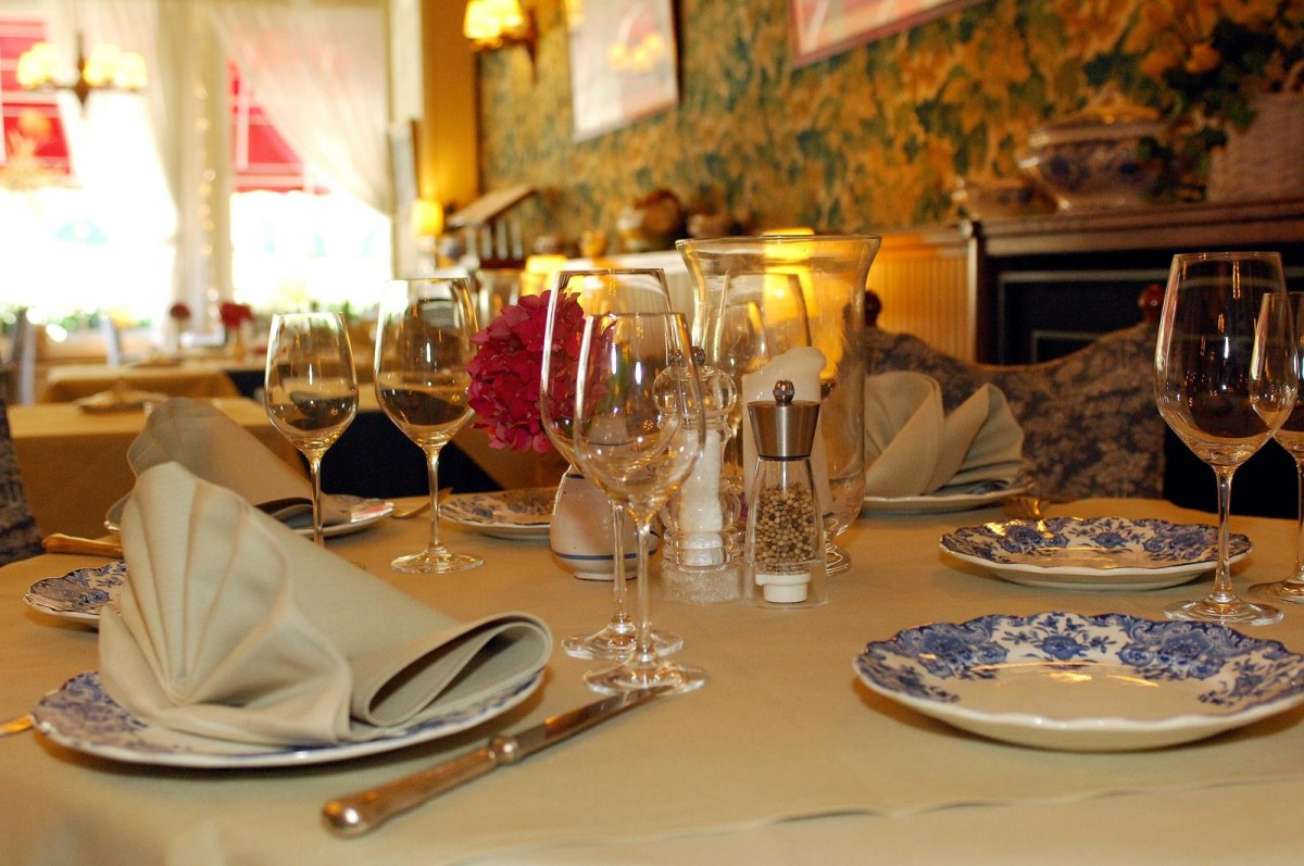 Royal Hôtel Restaurant Bonhomme - Table dressée