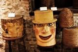 Musée de l'Abeille - Tilff - Ruche tronc sculpté bonhomme