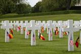 Cimetière Henri-Chapelle - Hombourg - Avec Petits drapeaux