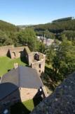 Burg reuland burgruine innenhof 02 c mpl