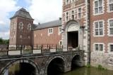Pont levis et entrée château de Wégimont