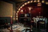 Restaurant Le Thème - vue intérieure couleurs avec piano