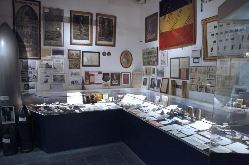 Musée du Fort de Loncin - Vitrine avec documents