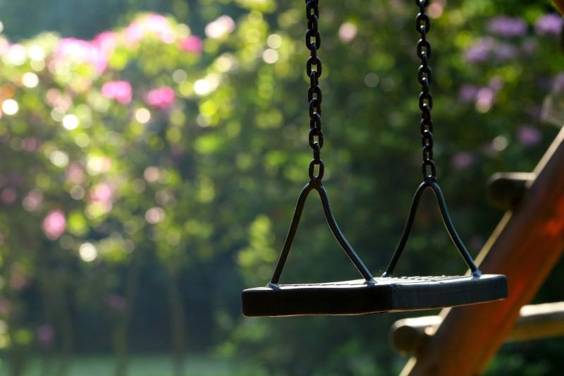 Balançoire pixabay_katerinavulcova_compressée