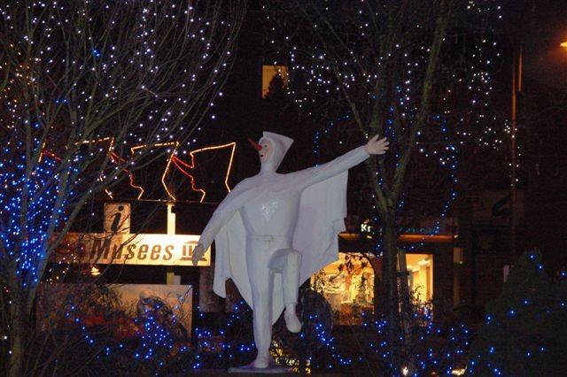Illuminations-de-noël-rond-point-blanc-moussi-stavelot (3)