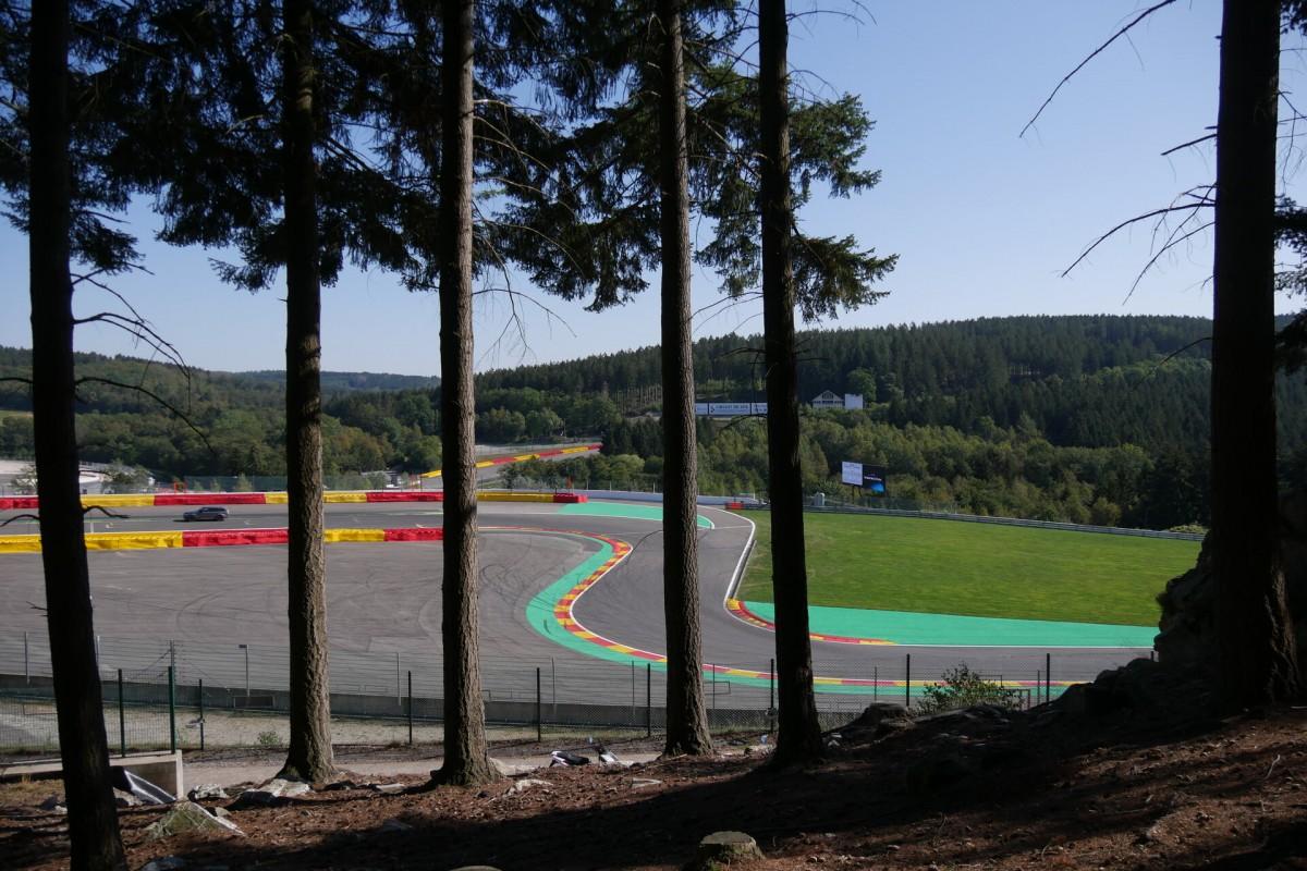 Circuit-francorchamps-virage-chicane-arbre-copyright-Circuit de Spa-Francorchamps