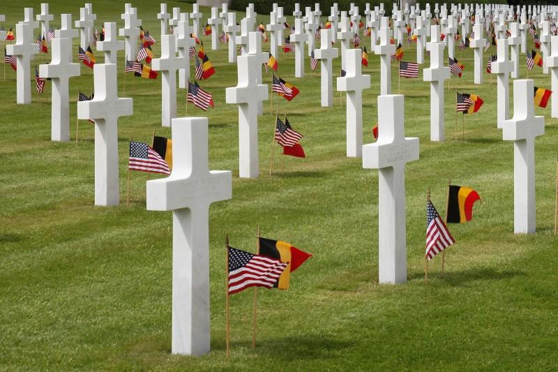 Cimetière US - Henri-Chapelle - Avec drapeaux