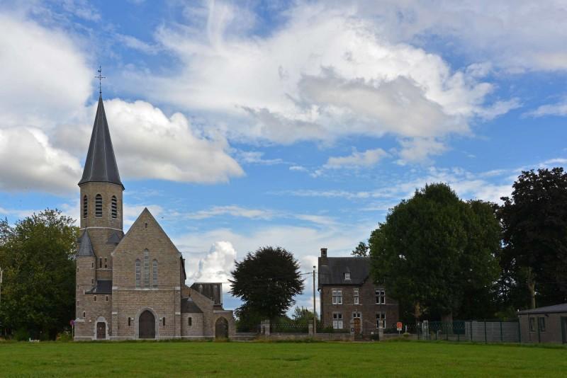 Hannut-2017 09 05 Eglise et presbytère Avin-c-Alain Francois
