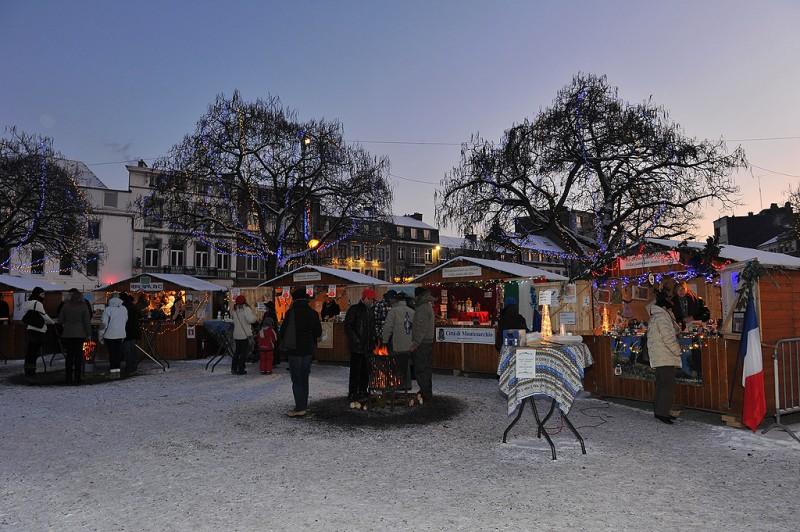 Marche de Noël des Villes jumelées et Associations - Spa - Chalets